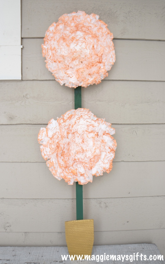 Make a floral craft using coffee filters http://maggiemaysgifts.com
