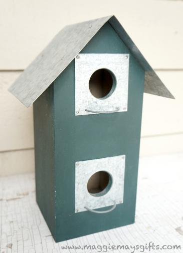 Turn spring decor into winter-birdhouse