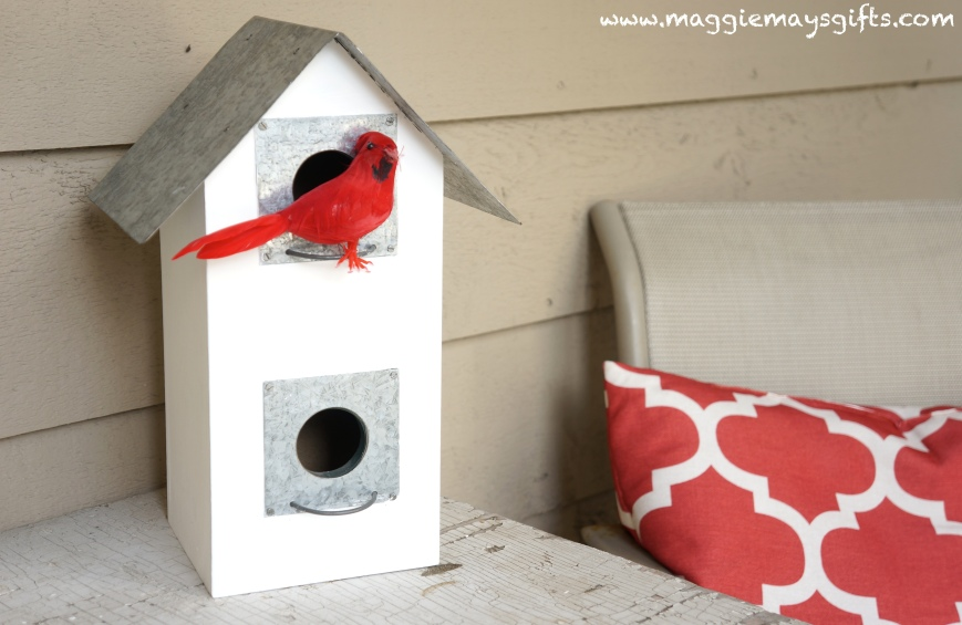 Turn spring decor into winter-birdhouse